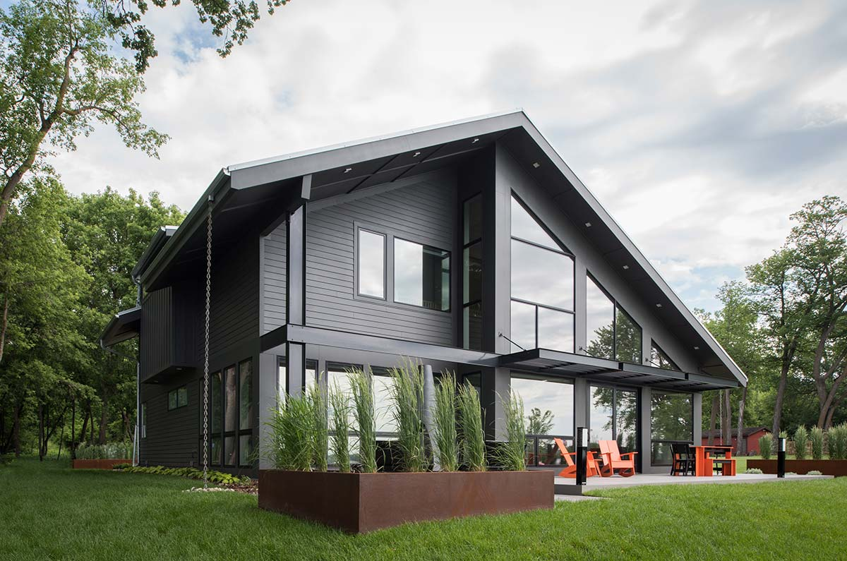 Modern lake cottage radiant homes building homes of for Lake house builders